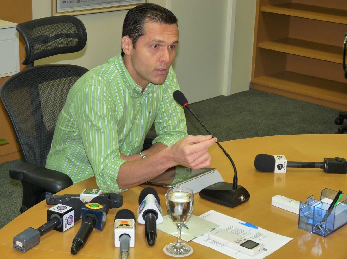 13-04-2012 - Entrevista Coletiva  Crédito Consignado - Sala de Reunião (57)