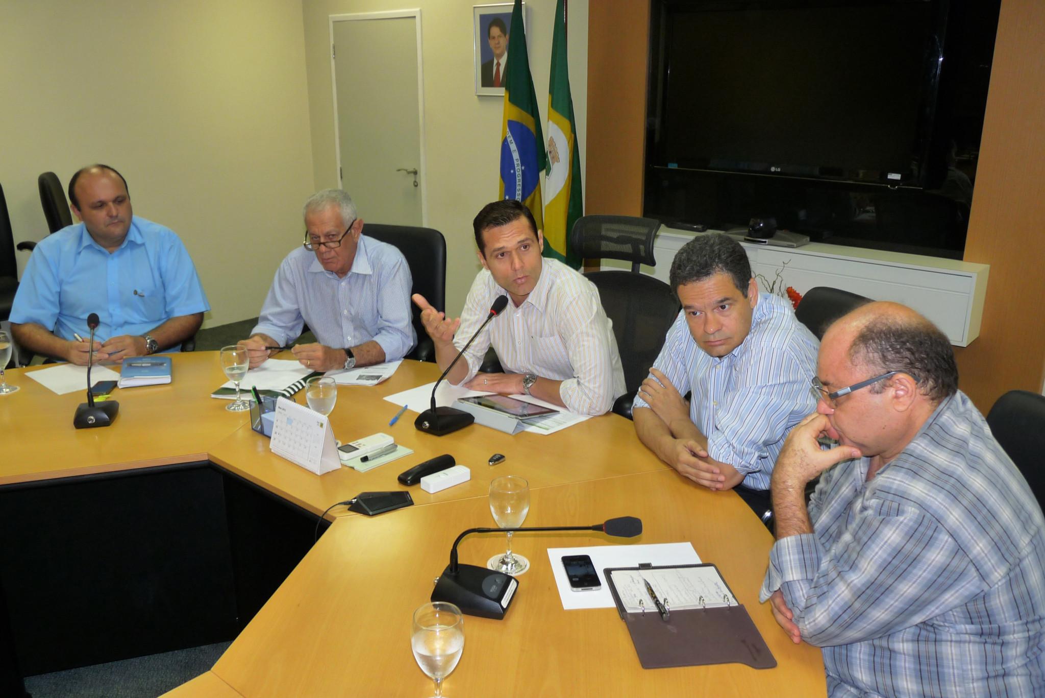 23-04-2012 - Grupo Meio Ambiente - Sala de Reunião Seplag (12)