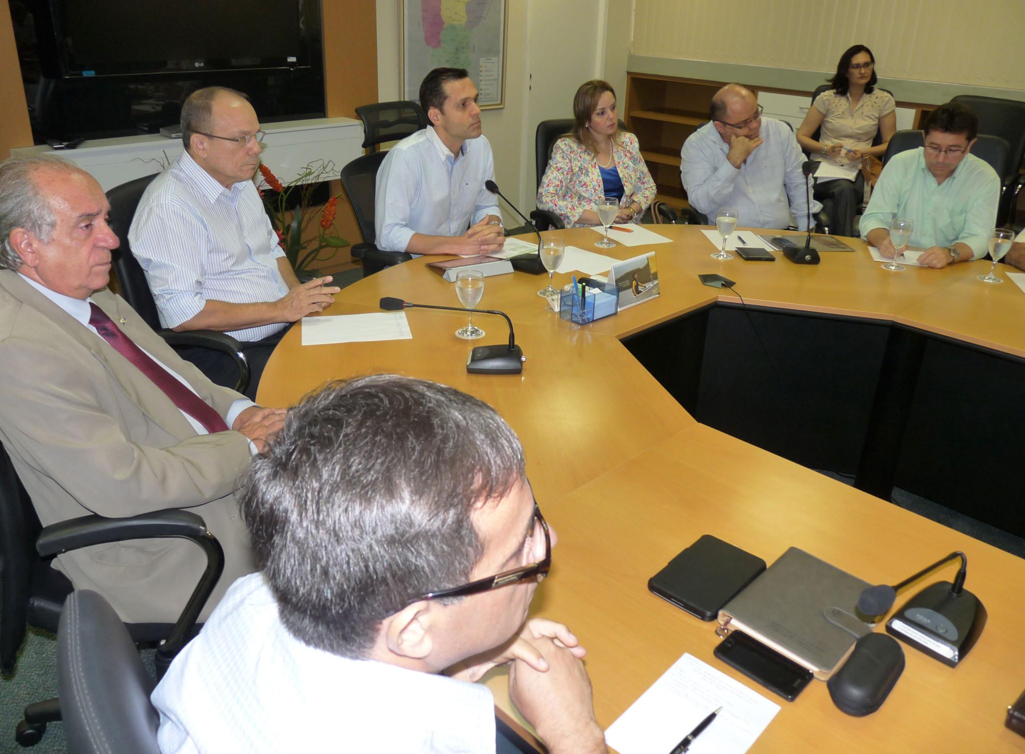 26-03-2012 - Reunião Formação e mão-de-obra ( Roberto Amaral ) - Sala de Reunião (10)