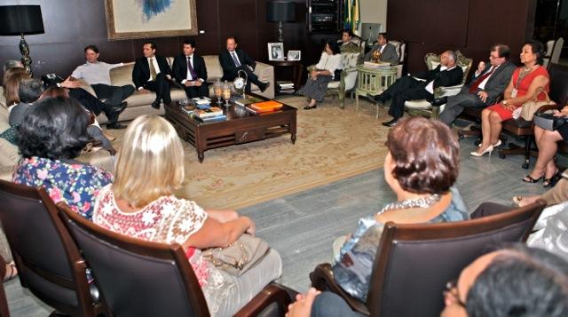 Cid Gomes recebe visita de Secretários Estaduais de Administração-1