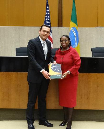 O secretário da SEPLAG e presidente do Consad, Eduardo Diogo, com Rita Lewis, no US Department of State.