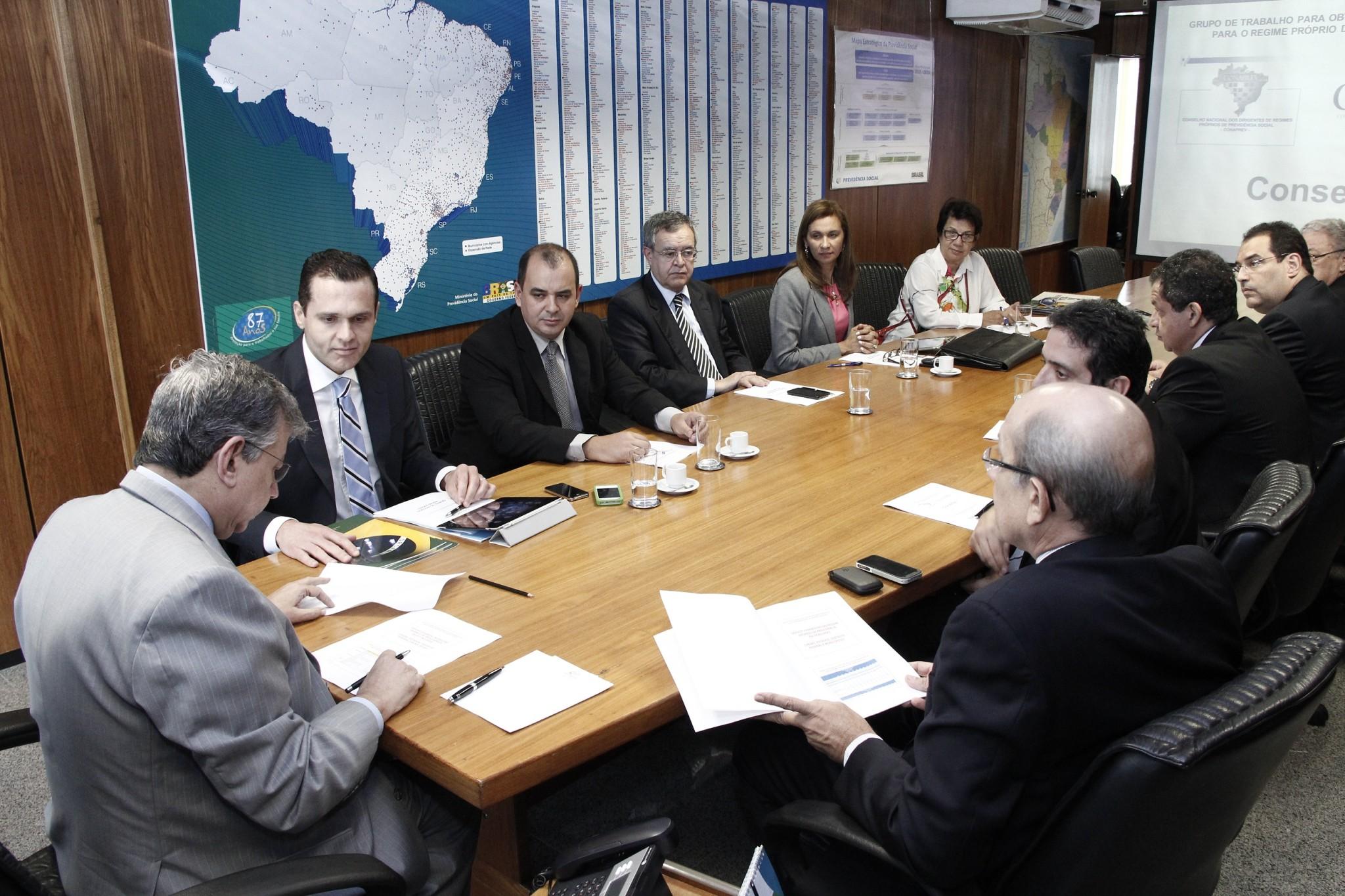 Secretário participa de reunião no MP