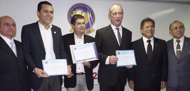 Secretário da SEPLAG recebe homenagem de delegados
