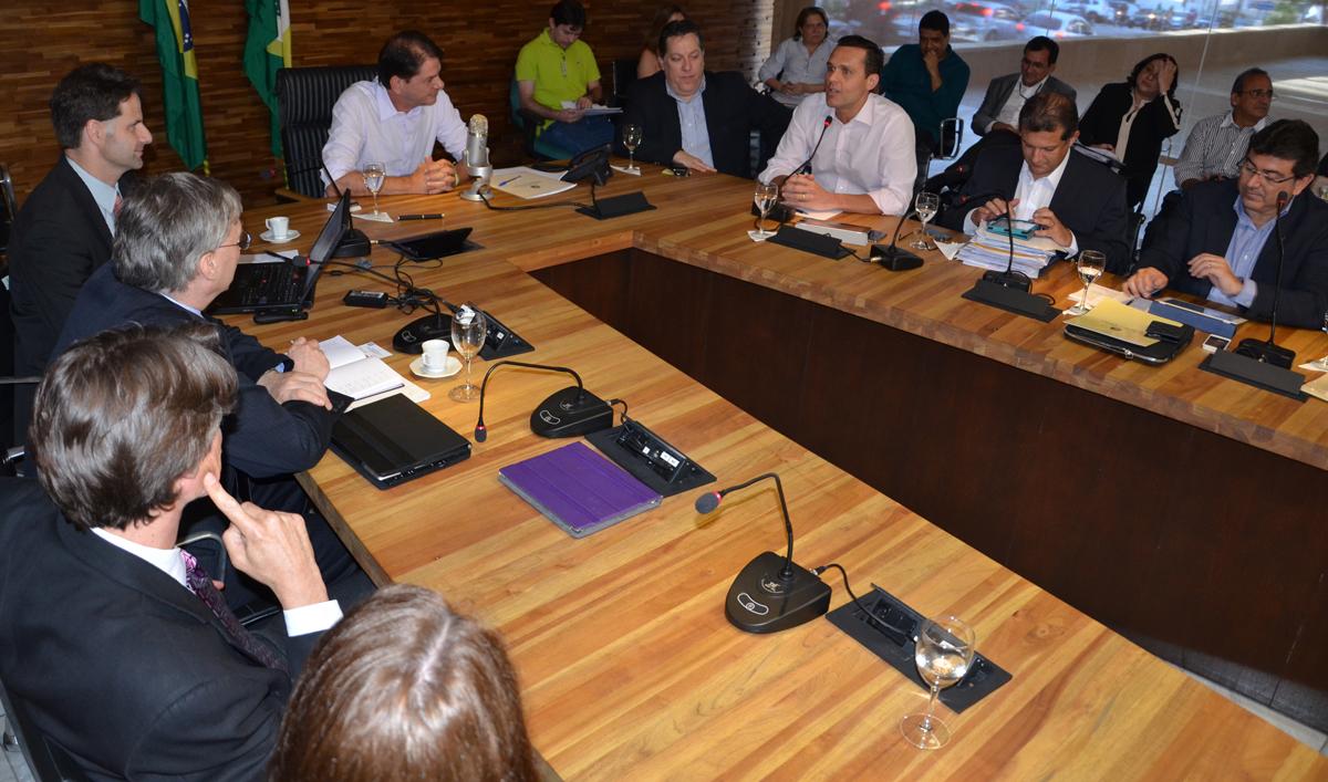 Cid Gomes se reúne com missão do Banco Mundial