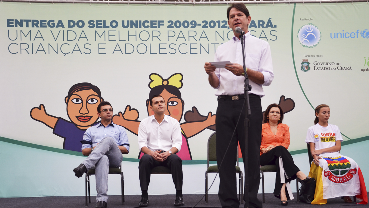 Governador entrega 60 veículos aos municípios referência no Selo Unicef-1