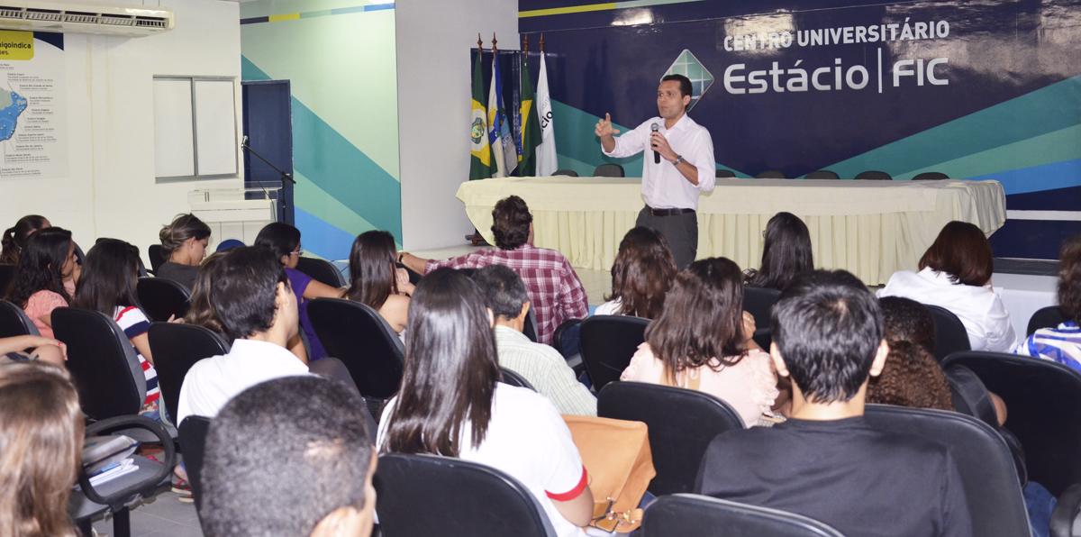Secretário fala para alunos da Estácio-FIC