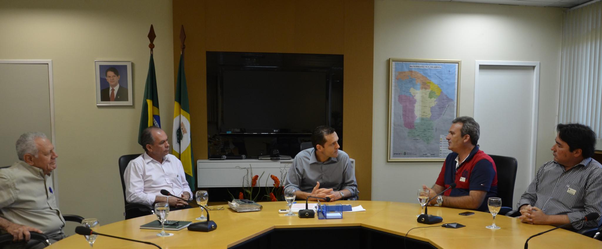Governo atende entidades e estuda PPP para novo Parque de Exposições