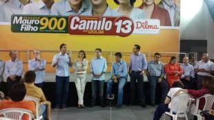 """Eduardo Diogo acompanha a fala do candidato Camilo Santana no Comitê de campanha da coligação """"Para o Ceará Seguir Avançando"""""""