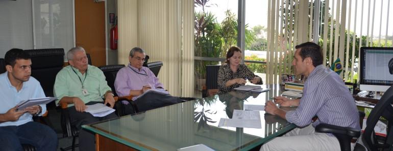 Secretário Eduardo Diogo reunido com a liquidante da COHAB, Vilani Falcão, e assessores da COHAB e SEPLAG