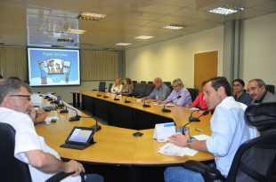 O presidente do Iplanfor, Eudoro Santana, ouve o secretário da SEPLAG, Eduardo Diogo