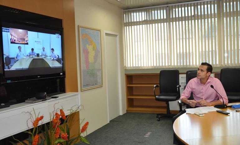 Secretário Eduardo Diogo durante a videoconferência com dirigentes do BNDES
