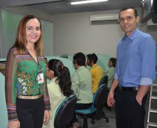 Secretário Eduardo Diogo e a superintendente Lúcia Rocha durante a visita ao ISSEC