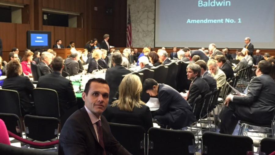 Foto 9. No Dirksen Senate Office Building, acompanhando debate sobre Orçamento Público Federal na Comissão de Orçamento.