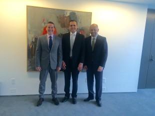Foto 1. - CAPA DO POST - Reunião com Ricardo de Souza Monteiro (Ministro-Conselheiro), e Luiz Cláudio Caruso (Adido Agrícola).