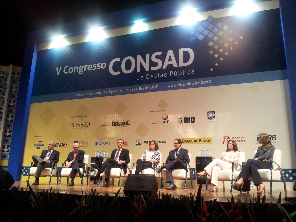 Ministra Mirian Belchior participa da entrega do Mérito Consad no V Congresso Nacional em Brasília/DF
