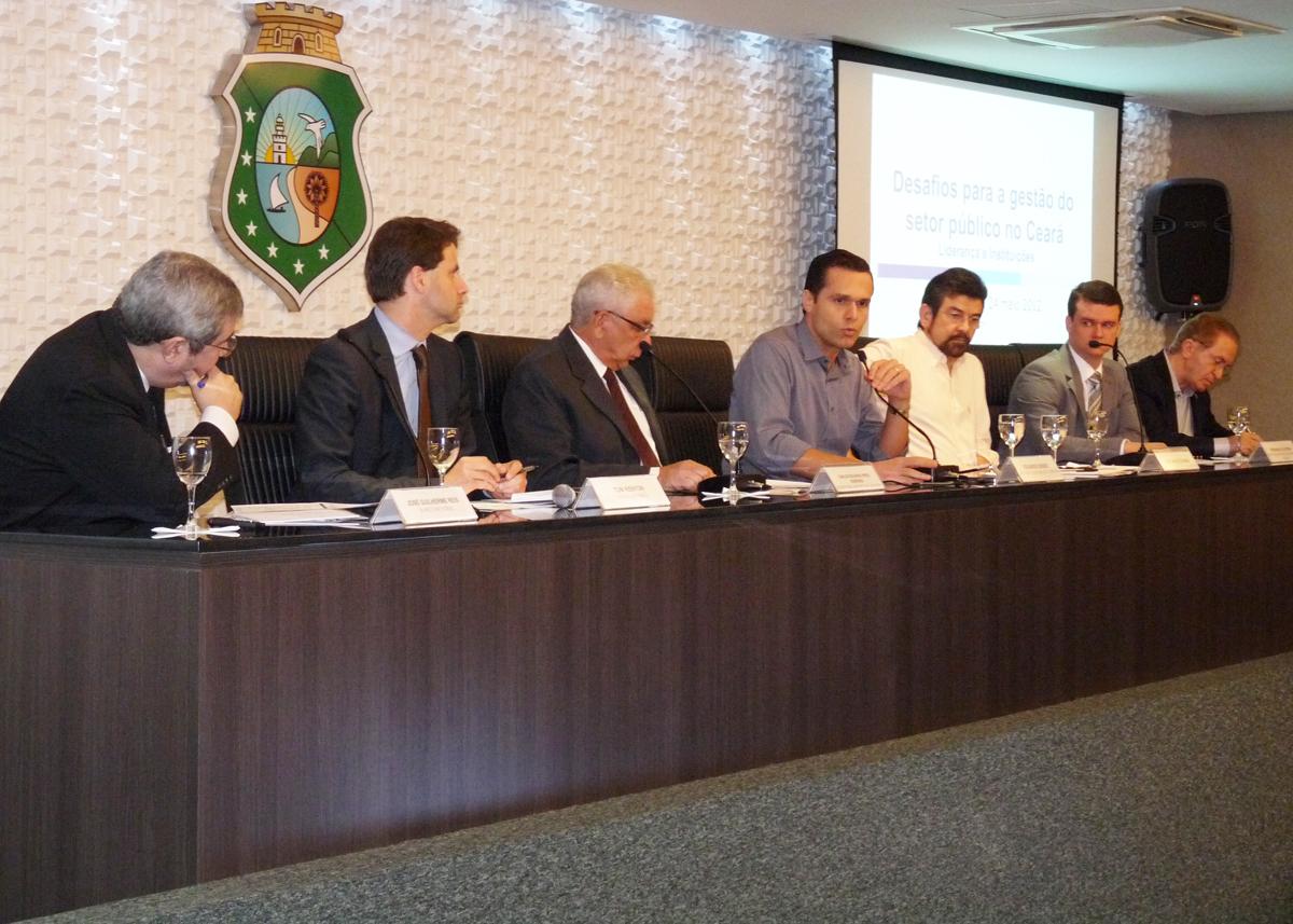 Governador debate modelo de operação com Banco Mundial