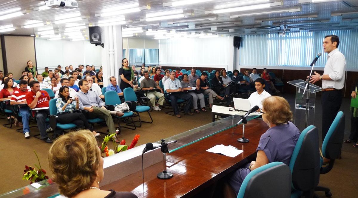 Secretário da Seplag abre curso e destaca 20 anos da Era do Conhecimento