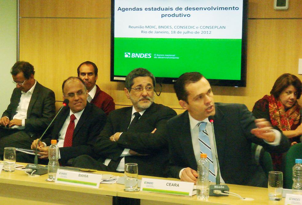 Secretário da SEPLAG participa de reunião no BNDES