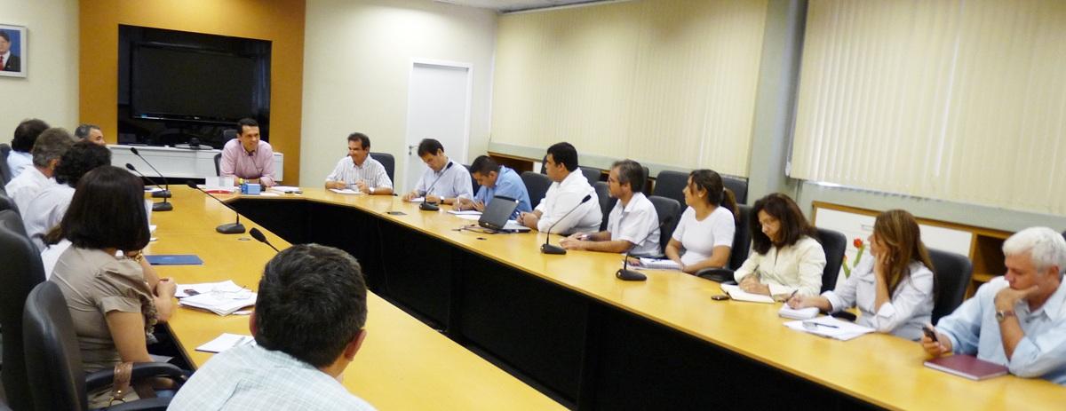 Secretário reúne coordenadores