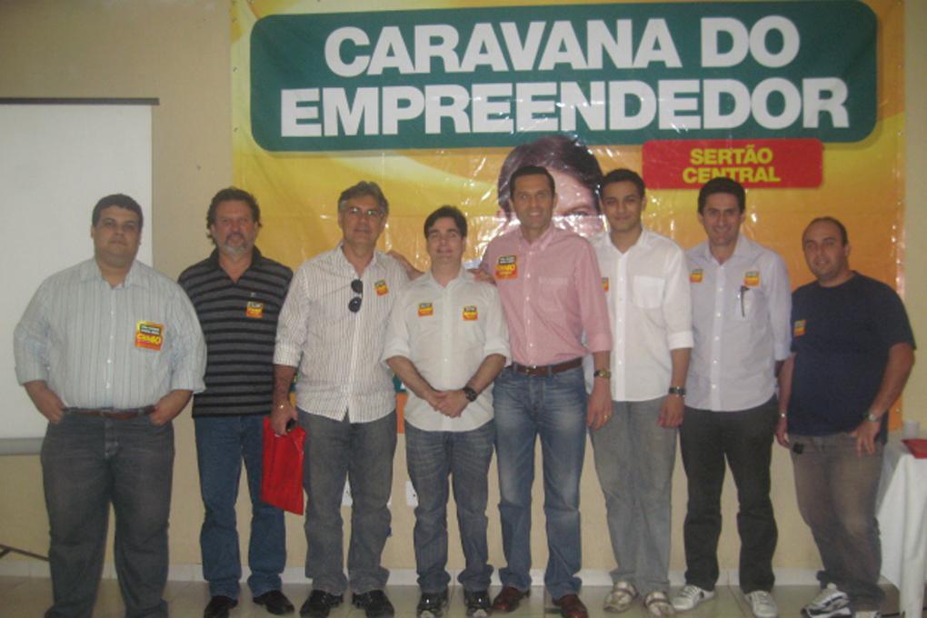 Caravana do Empreendedor no Sertão Central durante a campanha Cid 40