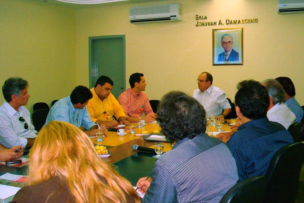 Reunião do Comércio e Serviço durante a Campanha Cid 40
