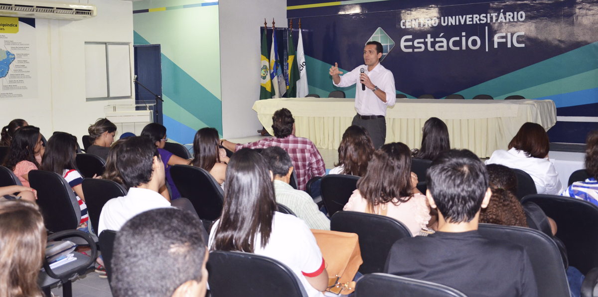 Secretário fala para alunos da Estácio/FIC