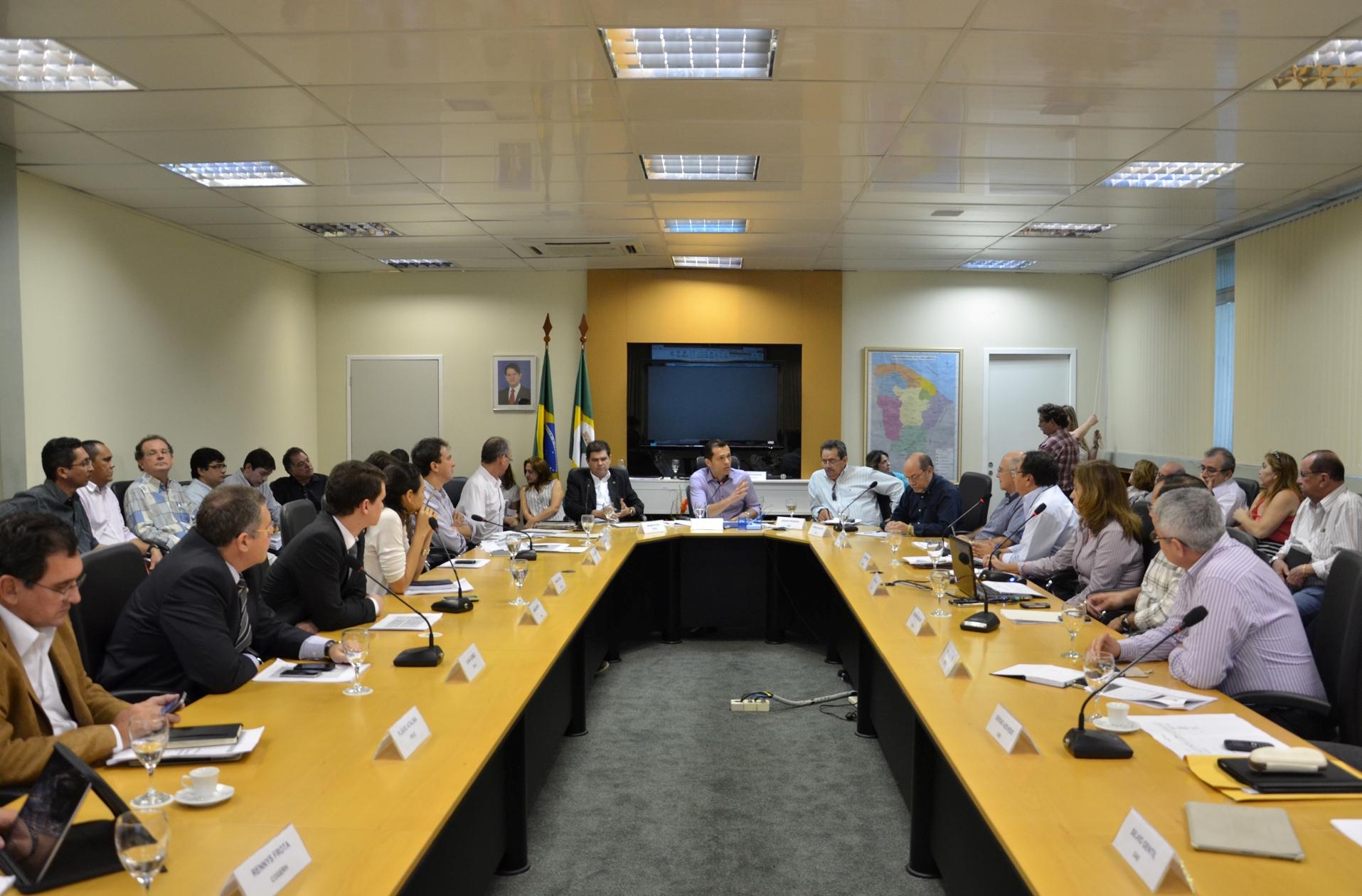 Secretários discutem operações de crédito do Governo