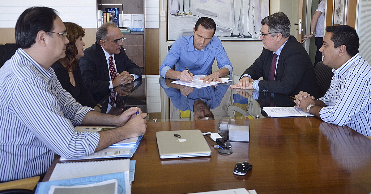 SEPLAG e Procuradoria de Justiça assinam termo de cessão
