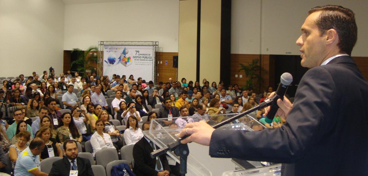 """Secretário fala sobre """"Desafios da Gestão Pública no Brasil"""""""