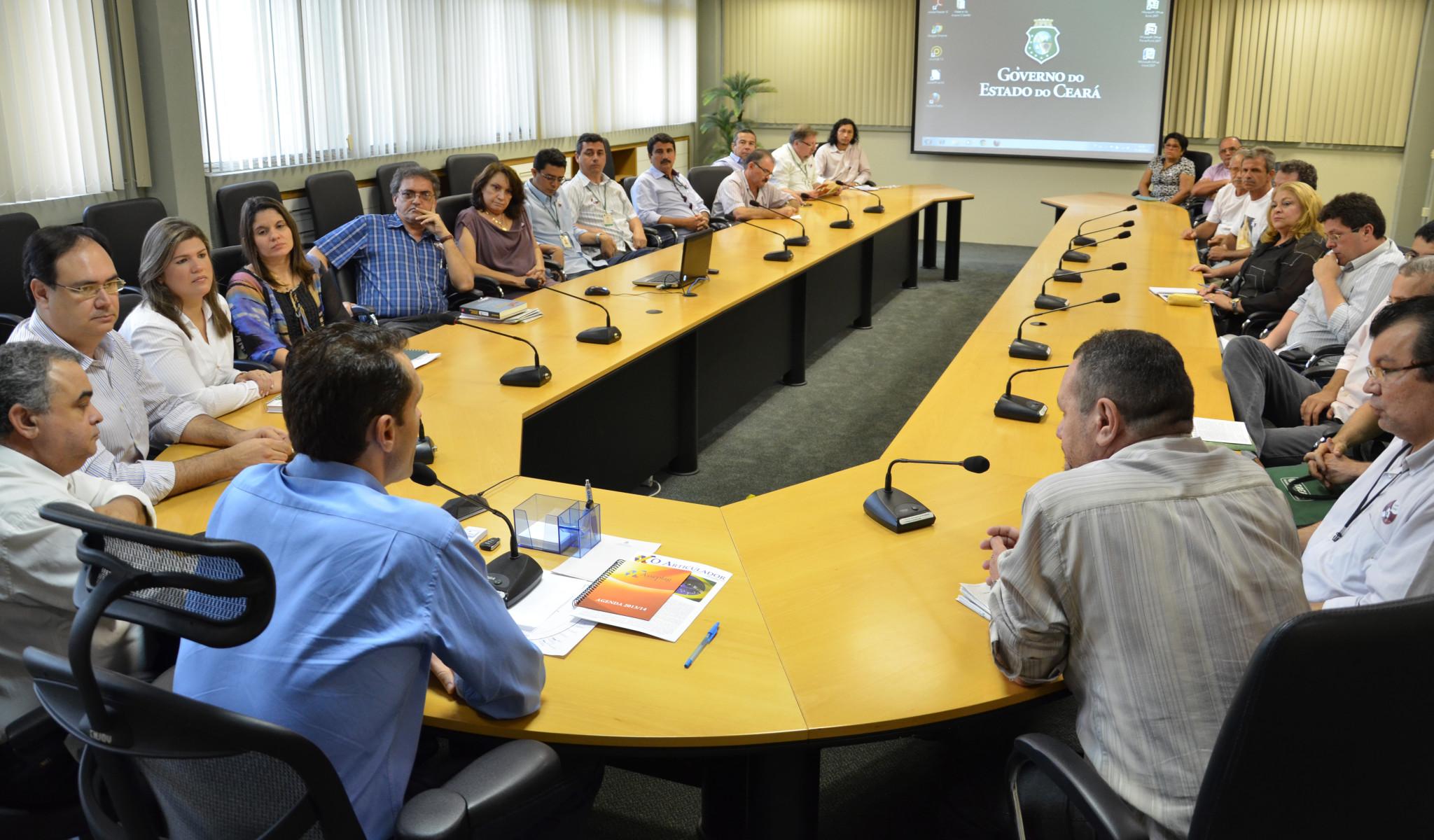 Secretário recebe comissão da ASSEPLAG