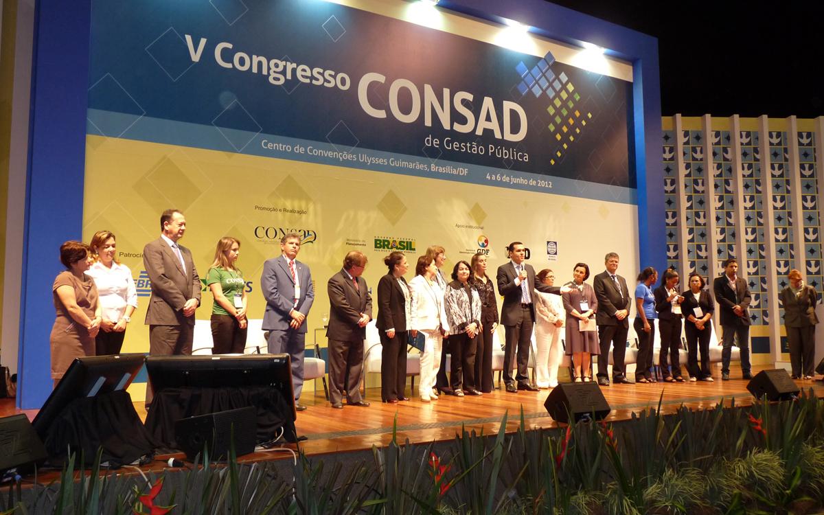 Presidente do Consad encerra Congresso citando JK
