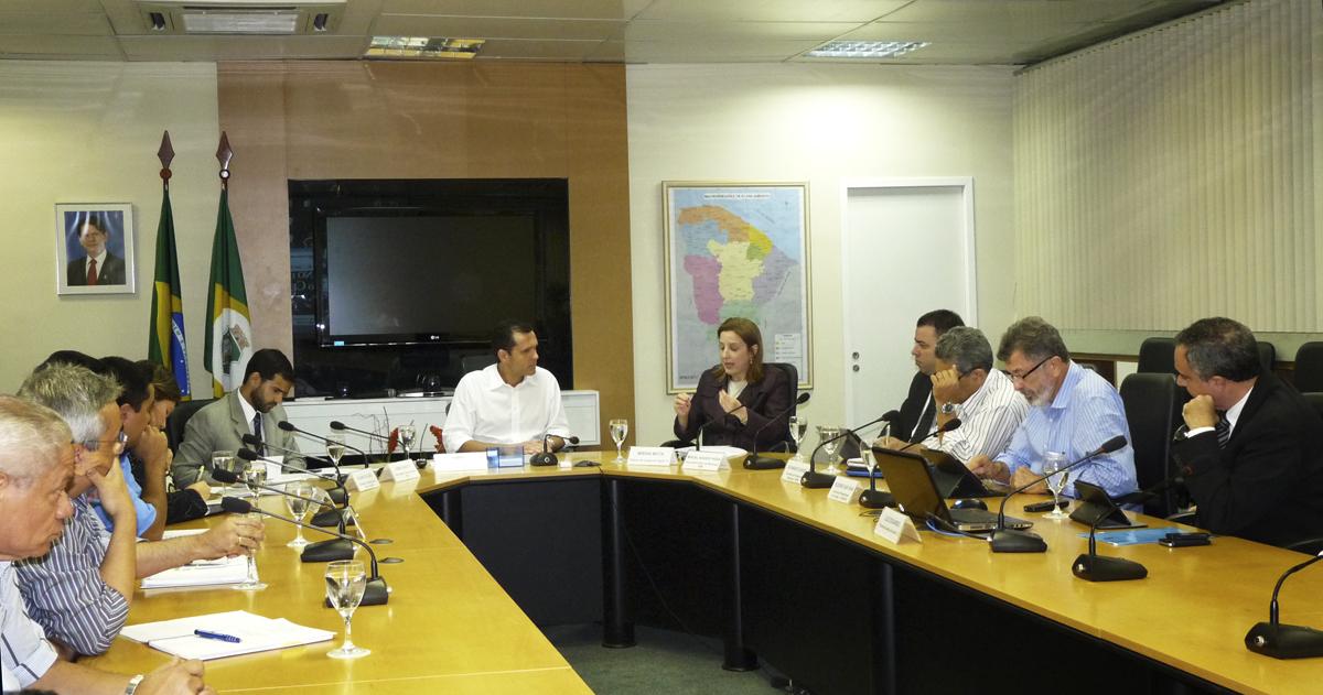 Reunião discute regularização de imóveis