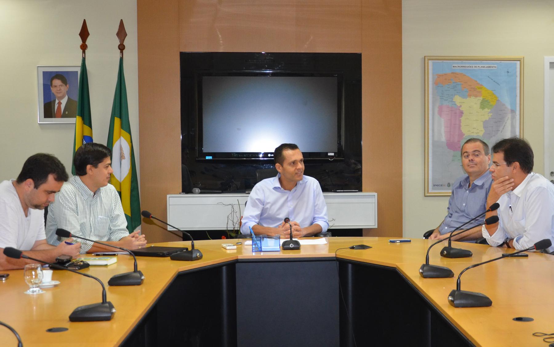 Federação dos Jovens Empresários debate planos com Secretário