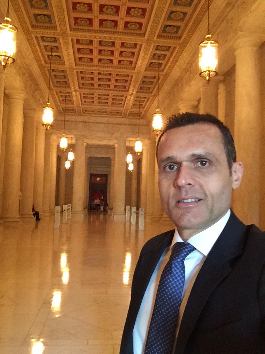 Foto 4. Great Hall da Suprema Corte - sede do Poder Judiciário. É o hall de entrada para o Plenário onde os 9 Juízes se reúnem, que pode ser visto ao final.
