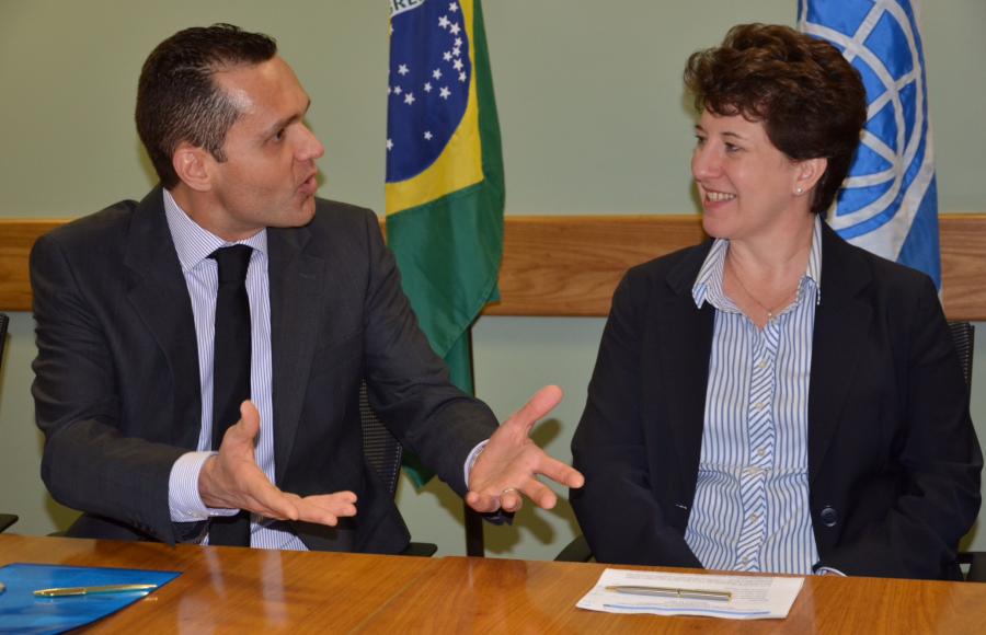 Foto 3. Eduardo Diogo e Debbie Wetzel - por ocasião da assinatura do 1o PforR em todo o Brasil, no valor de US$ 350 milhões.