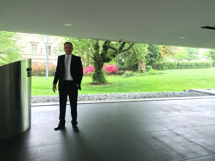 Foto 5. Salão de entrada da Chancelaria, com a residência do Embaixador ao fundo.