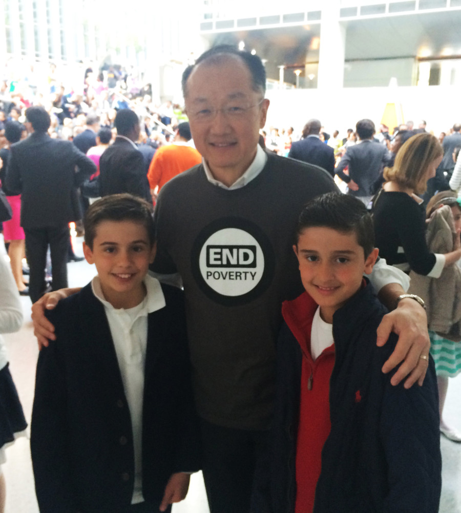 Foto 7- World's Bank President, Dr. Jim Yong Kim, com Iago e Caique, evento com filhos dos colaboradores do Banco, celebrando o _Take Your Child To Work Day 2015_ - Thursday April 23