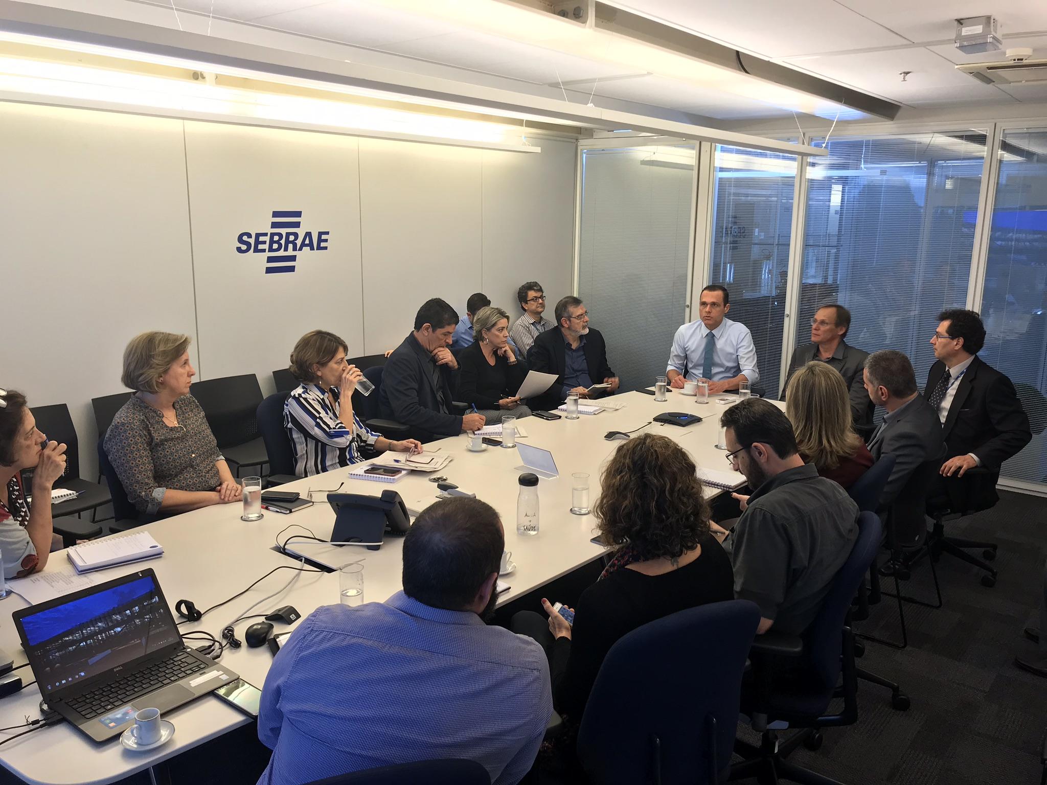 Reunião prévia sobre a organização do evento Prefeito Empreendedor