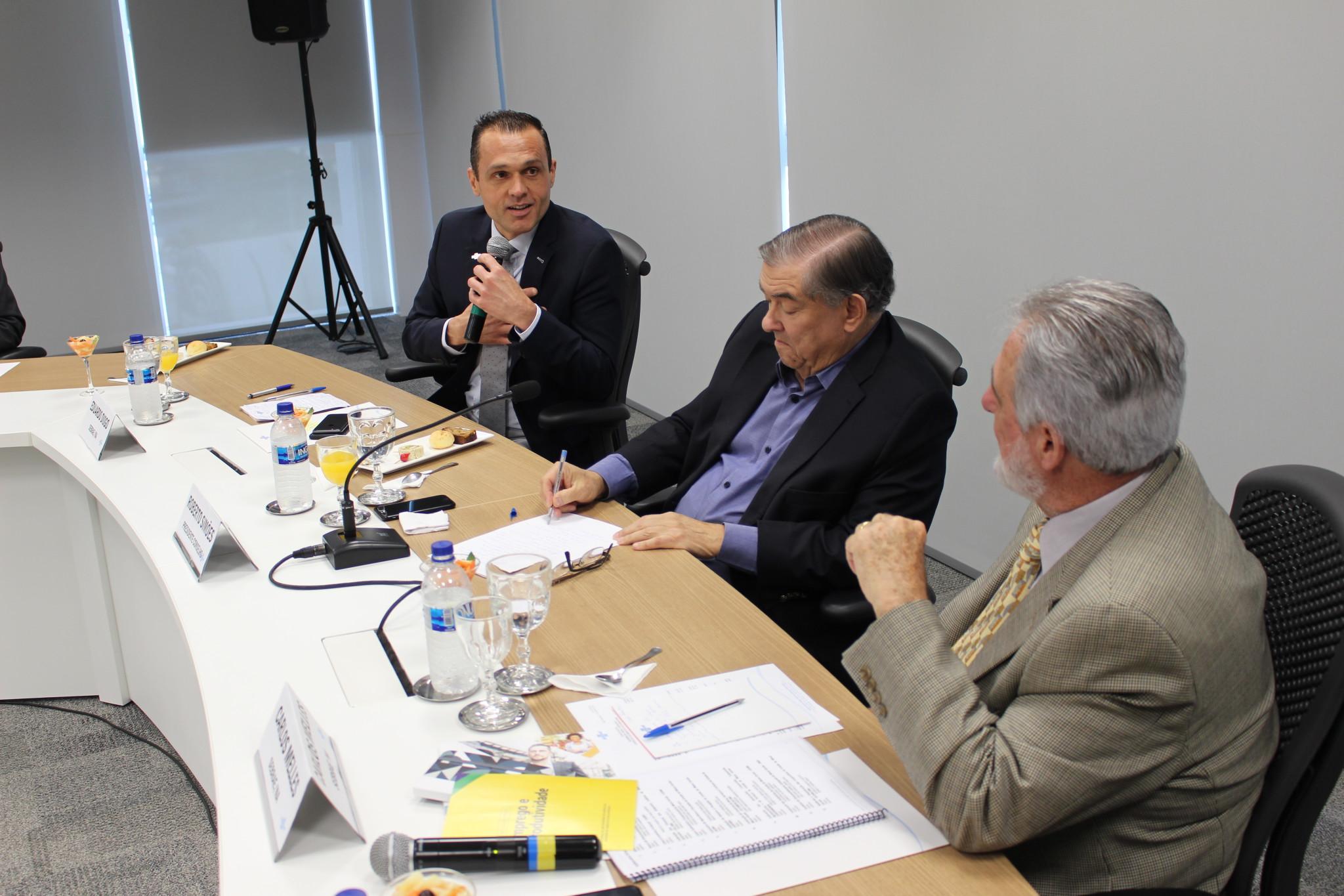 Reunião no Conselho de Desenvolvimento Econômico Minas Gerais