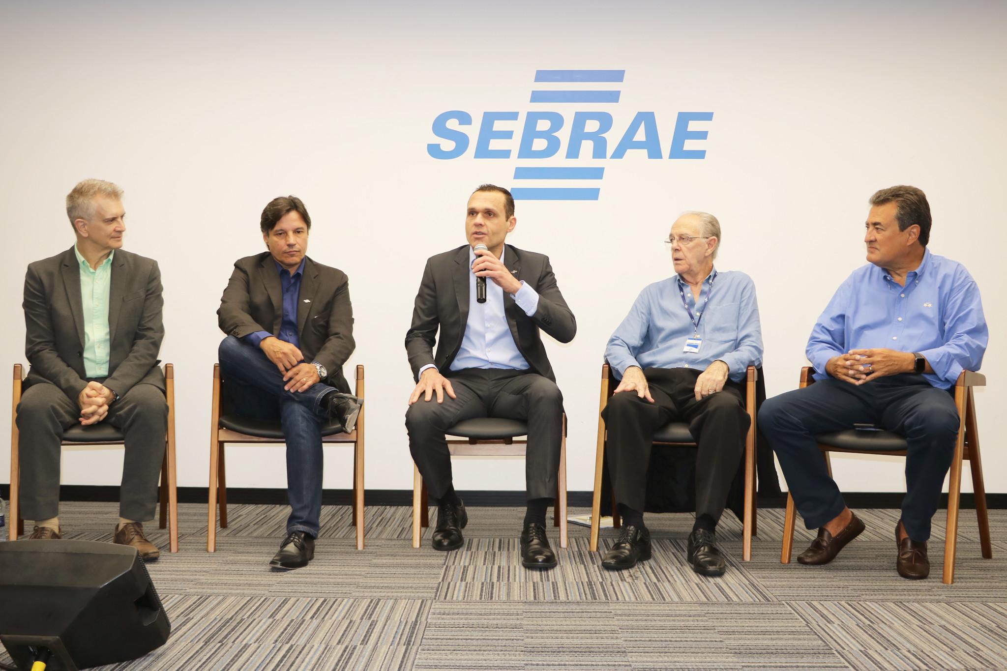 Videoconferência na sede do Sebrae/SC envolvendo as 9 coordenadorias regionais