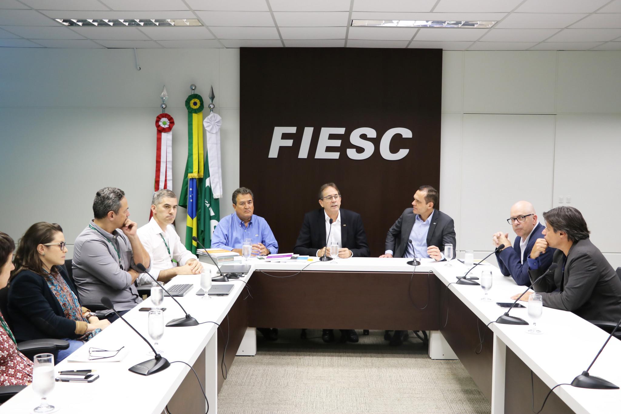 Visita técnica ao Observatório dos Pequenos Negócios, na Federação das Indústrias do Estado de Santa Catarina