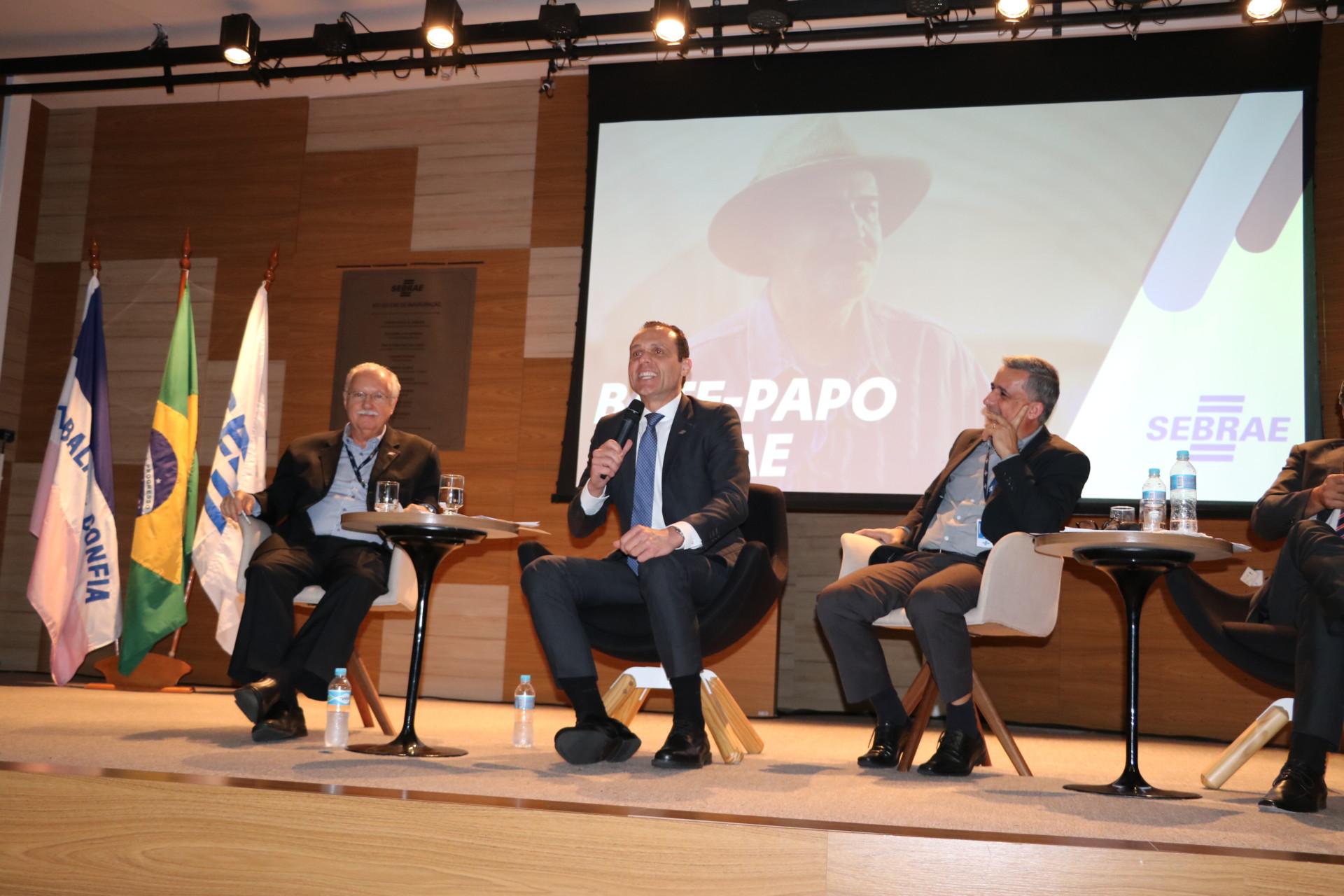 Conversa do Diretor Eduardo Diogo com a equipe do Sebrae/ES