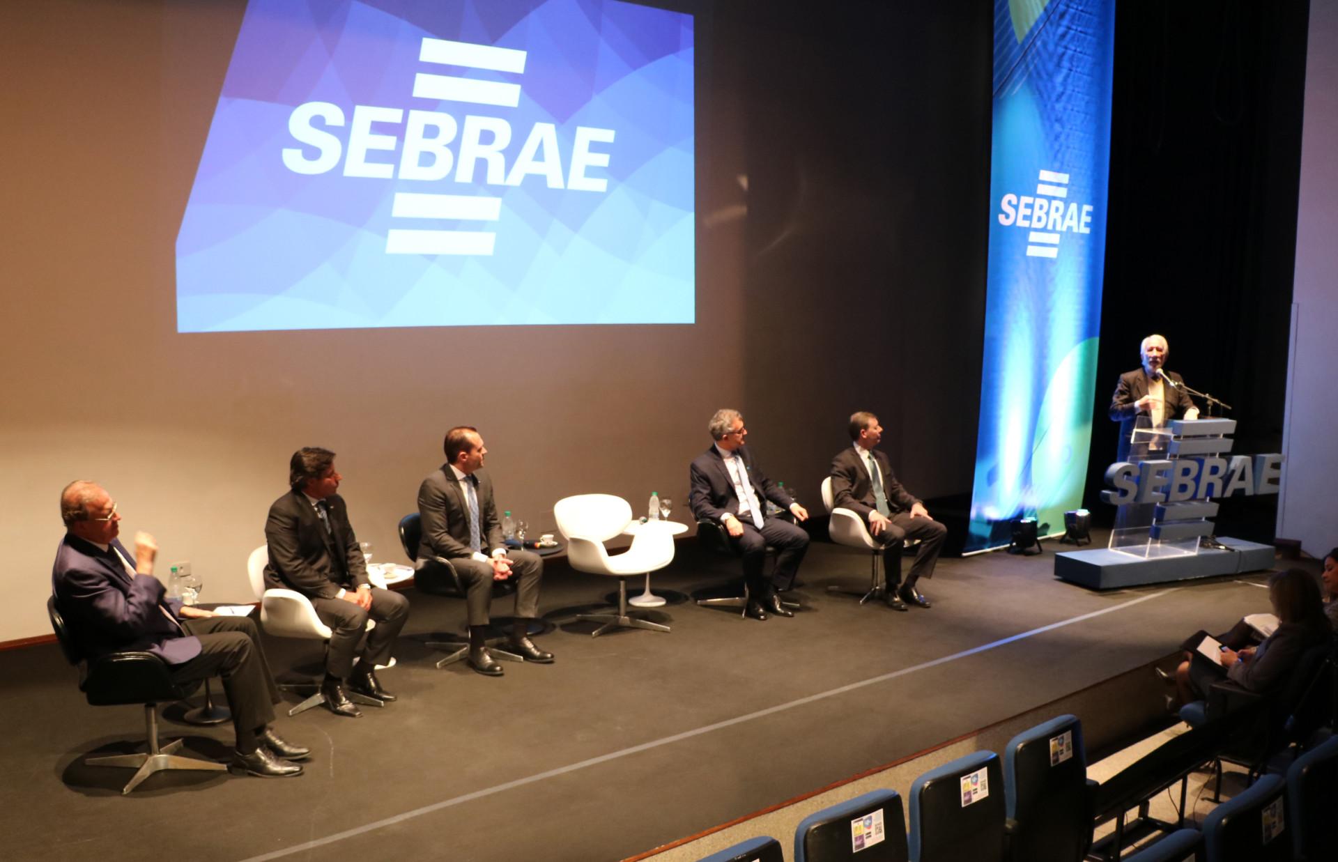 Conversa do Diretor Eduardo Diogo com a equipe do Sebrae/PR