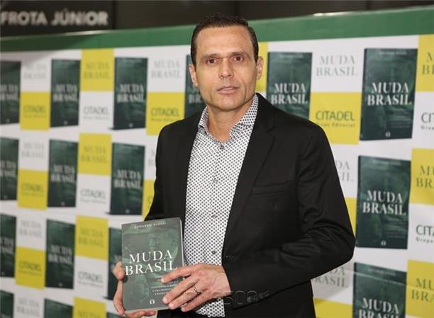 Reportagem Focus.br – Eduardo Diogo lança livro Muda Brasil nesta sexta-feira