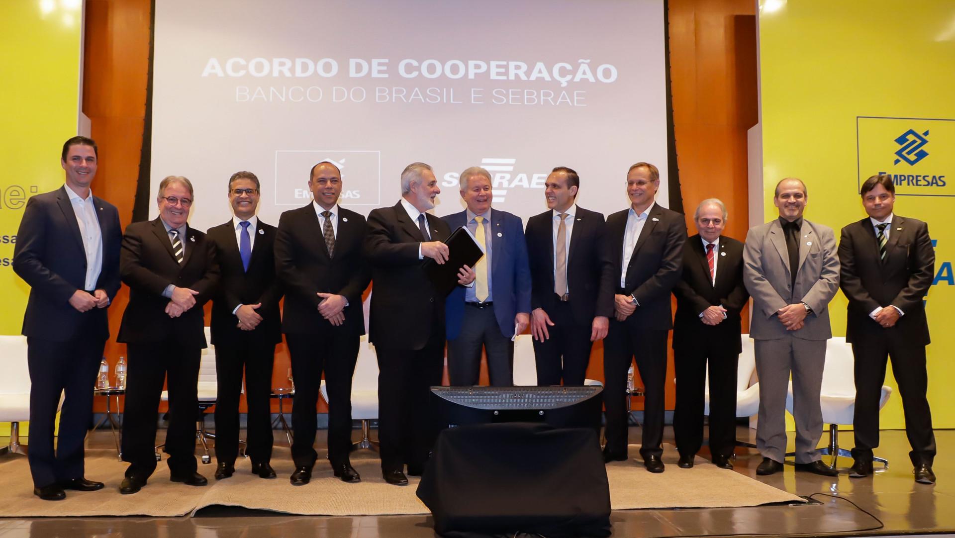 Assinatura do convênio com o Banco do Brasil