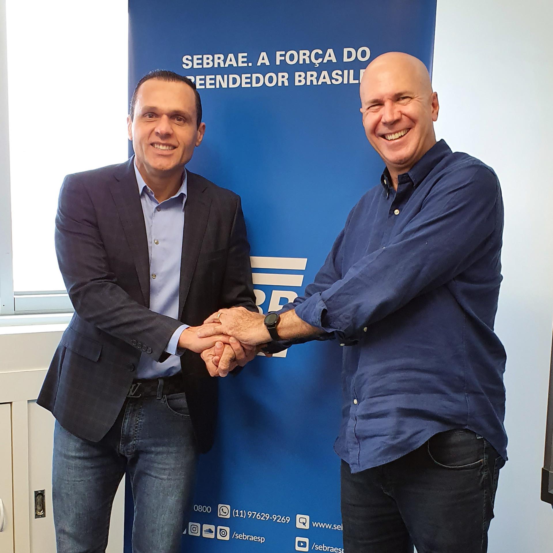 Eduardo Diogo e Wilson Poit conversam com equipe dos departamentos Jurídico e da Secretaria Geral Sebrae/SP